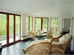 Glenfinnan Lodge luxury self catering accommodation :: conservatory